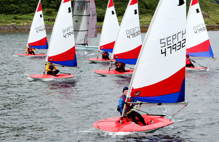 dinghies start race2 portree skye
